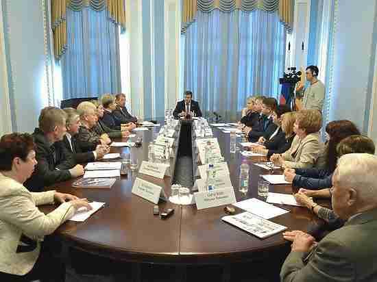 Николай Любимов провел встречу с руководителями региональных профсоюзов