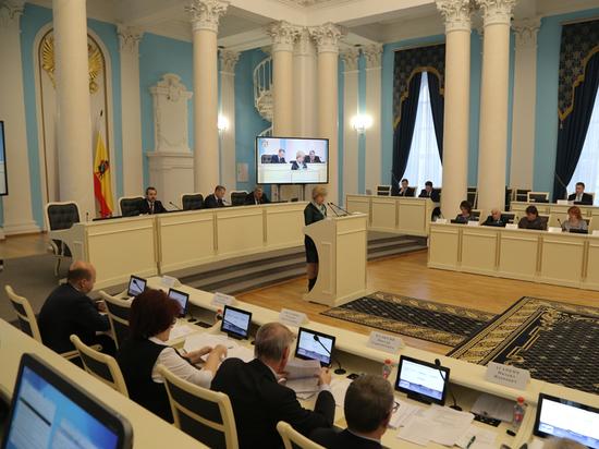 Депутаты областной Думы приняли бюджет региона на 2018-2020 годы